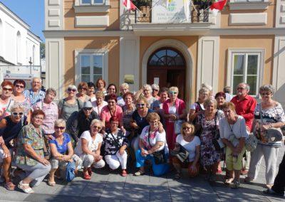 003 Grupa przed Muzeum Jana PawłaII