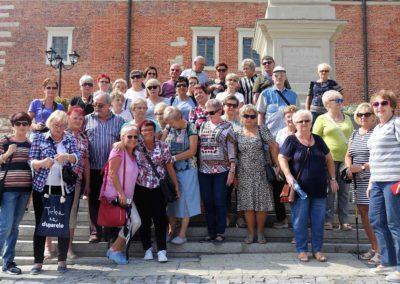 005 Grupowo pod Ratuszem w Sandomierzu2