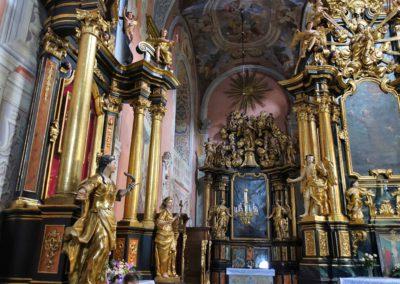 021 Wnętrze kościoła