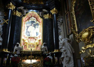 080 Wnętrze kościoła