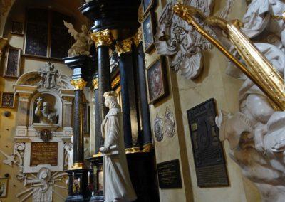 081 wnętrze kościoła