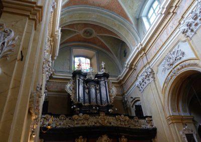 084 wnętrze kościoła