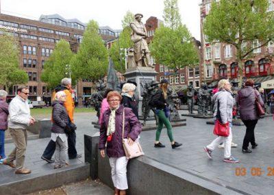 Przed Statuą Rembrandta