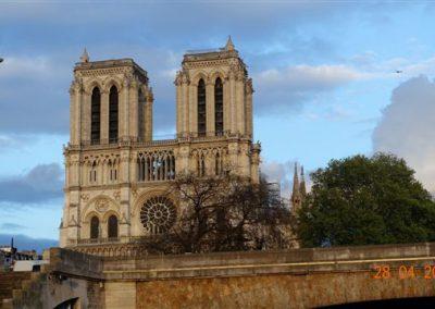 Widok na Katedrę Notre Dame