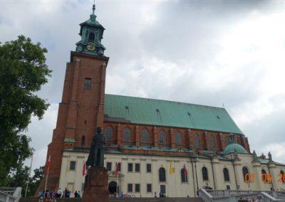 006 Pomnik Bolesława Chrobrego przed Katedrą