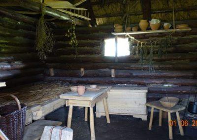 045 Wnętrze chaty