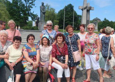 083b Przed Pomnikiem Ofiar Czerwca 1956